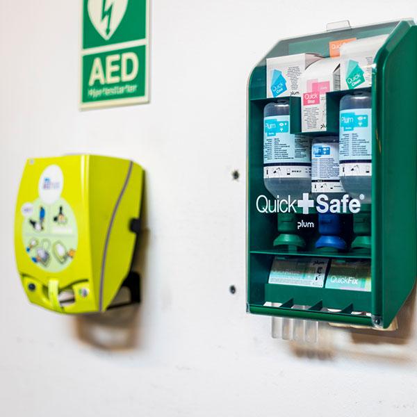 AED Hjertestarter og Quick Safe Plum